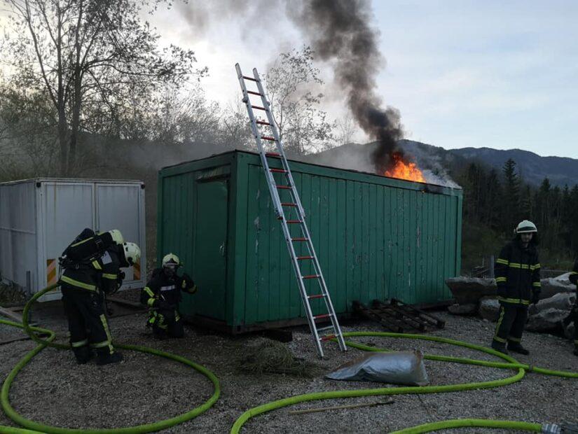 Vaja gašenje notranjih požarov